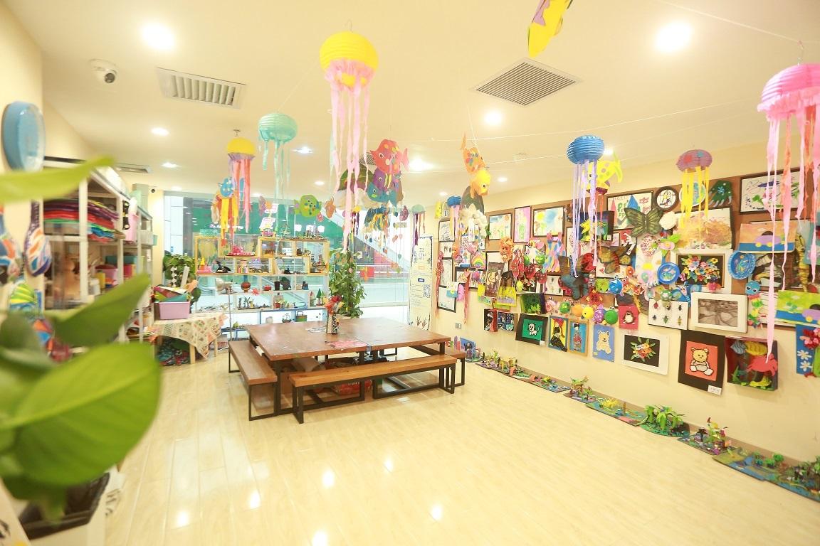 情景式英语互动教室,亲子教室,烘焙教室,小剧场,艺术手工室,游乐园等.