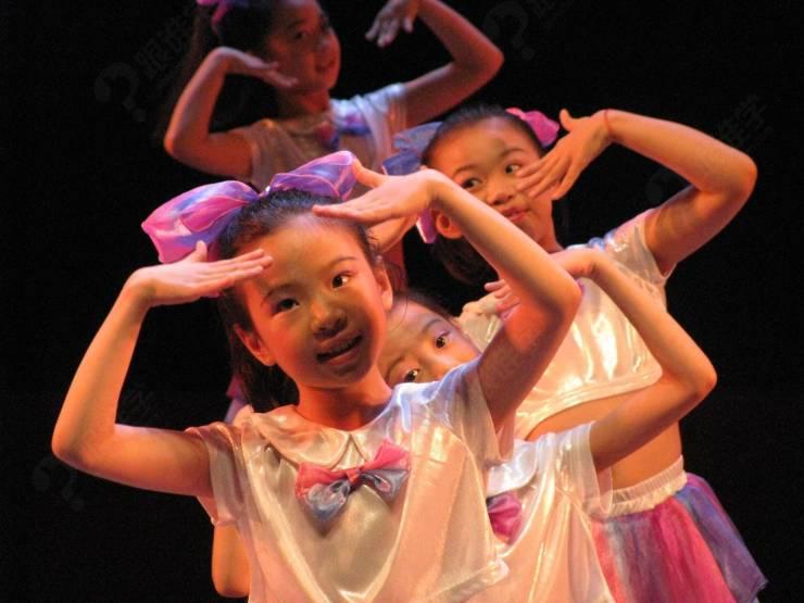 少女时代的舞简单又可爱~舞蹈风很简单