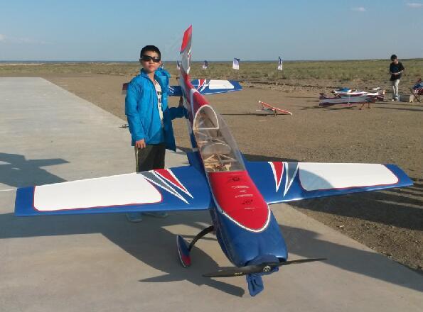 无线电遥控花式特技模型飞机