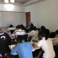 学生在模拟考试