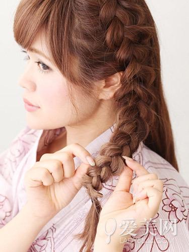 长卷发发型扎法百变编发增添活力