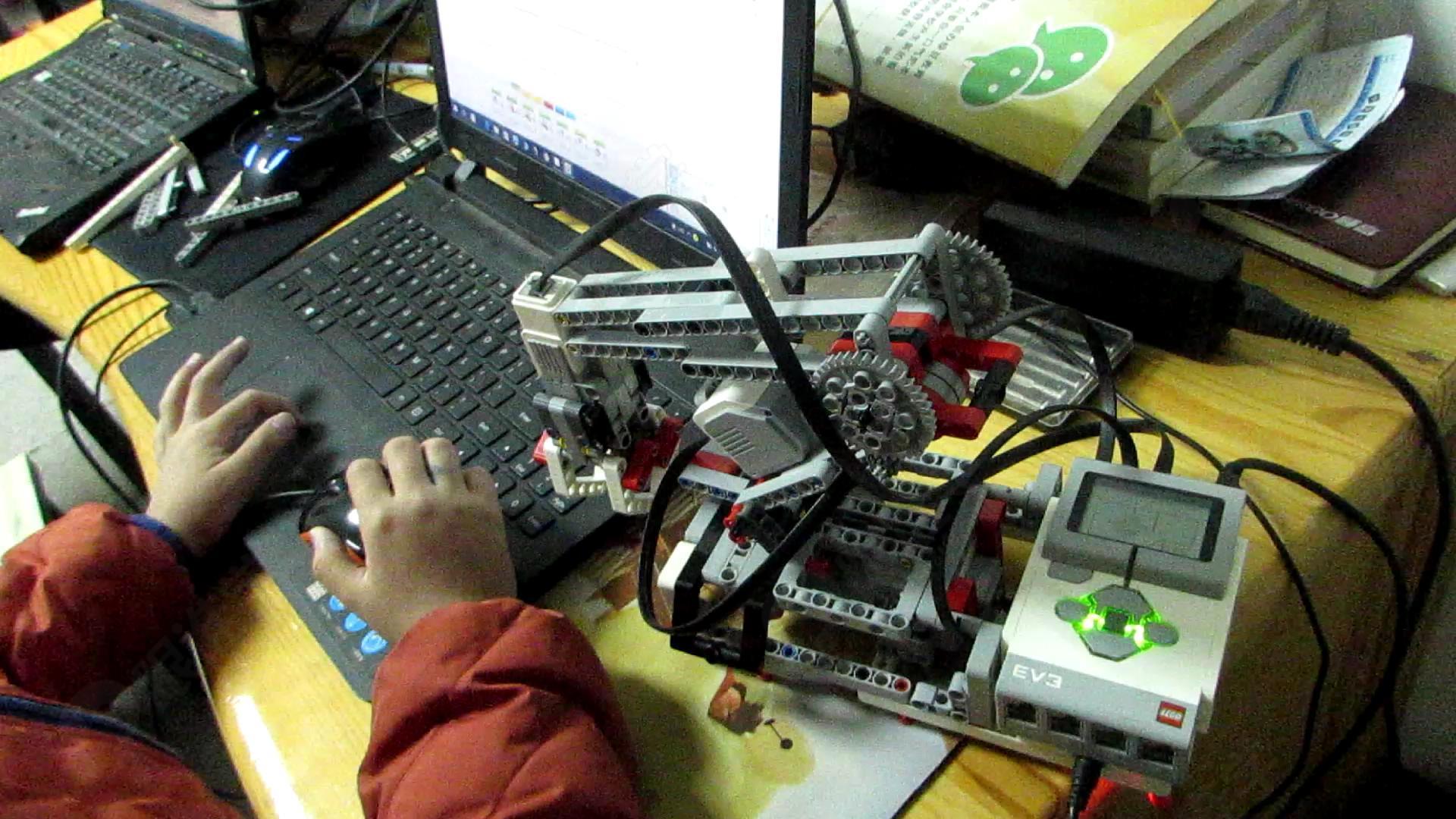 乐高机器人机械臂搭建编程调试运行