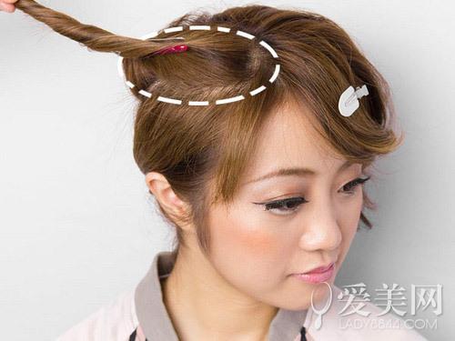 经验 时尚美容 中短发扎法教学扭转发型蓬松甜美  空气感刘海烫出微卷图片