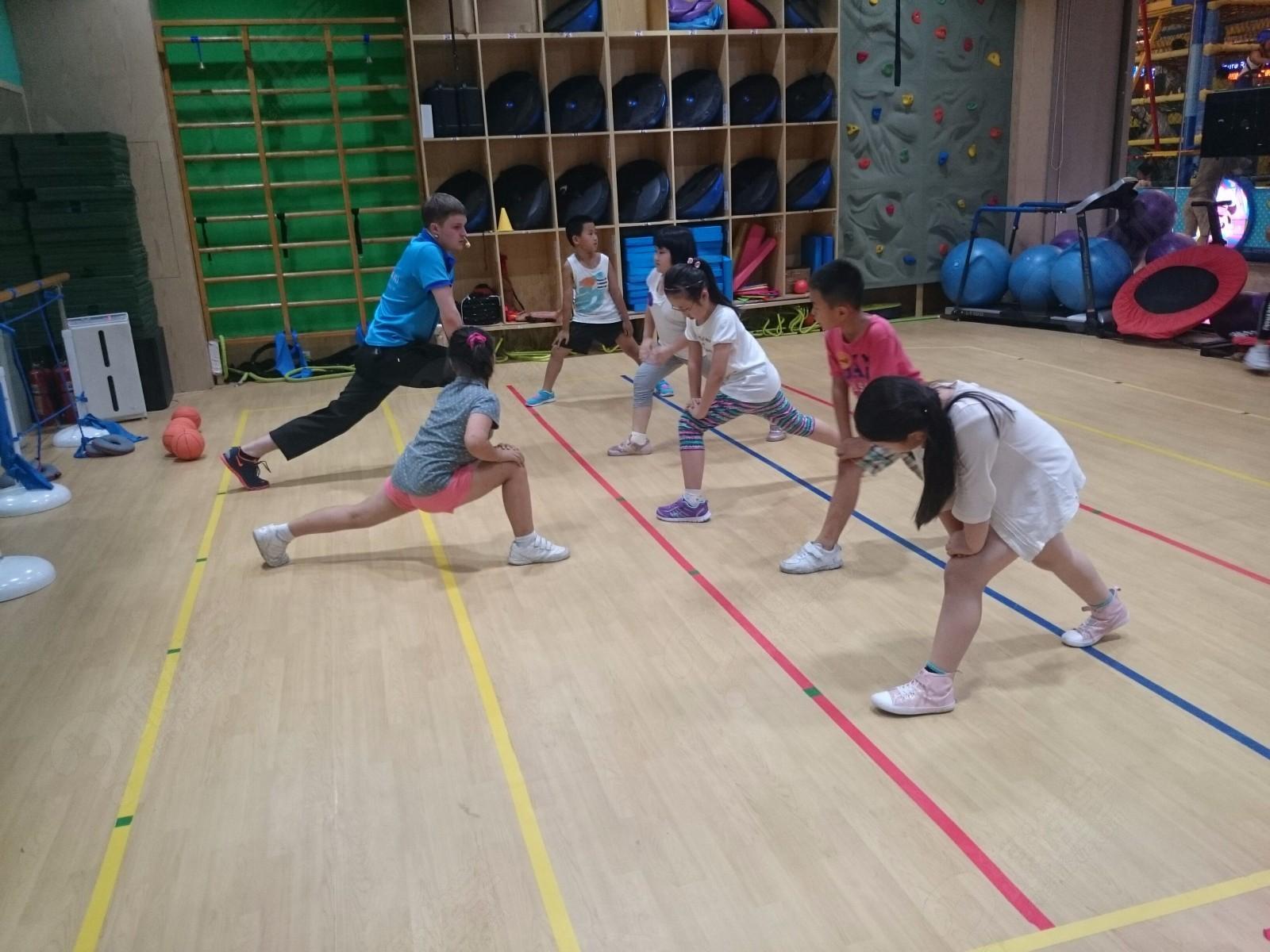 有氧运动后期的缓和),肌肉训练及缓和运动(包含地板运动)等内容,儿童