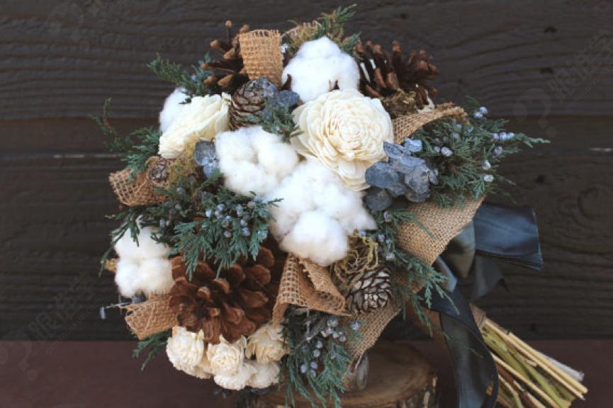 学员将学习手捧花的制作方法,接触到不同的鲜花,材料和包装手法.