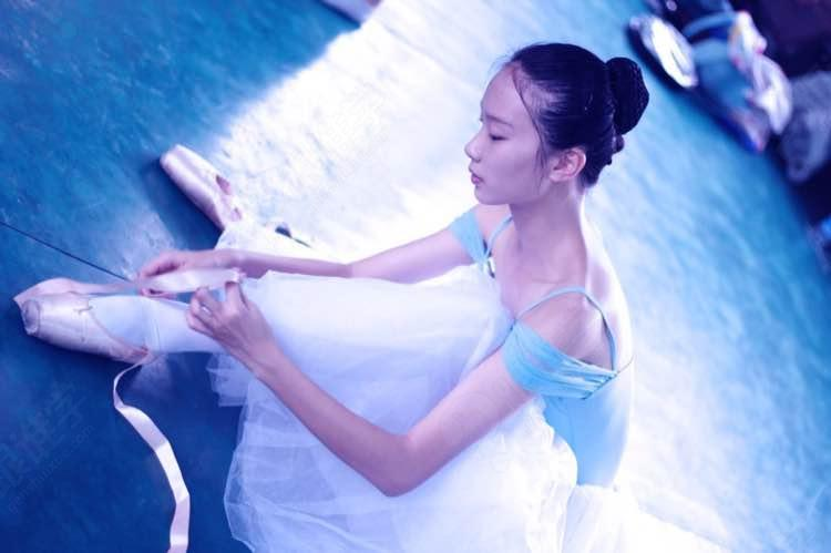 芭蕾舞由而外的韧让你坚