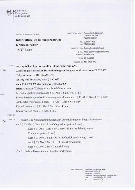 杜伊斯堡-埃森大学位于德国西部的北莱茵-威斯特法伦州。该州是德国工业的心脏、现代化的技术中心、文化和媒体之州,是人口最多的联邦州。该州的鲁尔区始终是欧洲最大的工业地区。 德国IBZ德语培训学校(全称为:Interkulturelles Bildungszentrum e.V.an der Universitaet Duisburg-Essen)是德国公立杜伊斯堡-艾森大学的著名德语培训机构,每年学员数量达到800余人次。2005年起,IBZ成为了德国移民局认可的德语教学单位。近几年,在中国留学生中逐渐有了