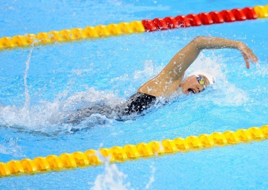 前交叉有利于初学者掌握自由泳动作和呼吸.